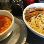 勢拉 - つけ麺(中盛・極太黒メンマトッピング・辛味増し・ねぎ増し・一味唐辛子いっぱい)