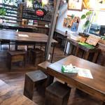 ハッピーモア市場 - 食事スペース