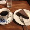 cafe 螢明舎 - 料理写真:ケア・ブレンドとガトーショコラで1,000円