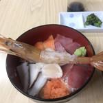 市場のめしや まんまる食堂 - 海鮮丼 ¥1.000