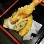 旬房 街道 青葉 - ほんのり温かい、天ぷら。