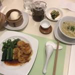 茶語 TEA SALON - 海老雲呑紅油ソースと鶏スープ麺セット ‥1,620円