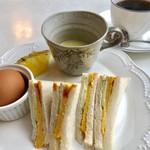 ぽるとがる - 料理写真:ブレンドコーヒー400円と焼玉子サンドのモーニング