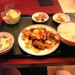 香港亭 - 牛肉のオイスタソース炒め700円