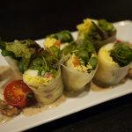 ちーず屋 - たっぷり生野菜とモッツァレラの生春巻き