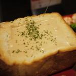 ちーず屋 - こんがりトーストで田舎味噌チーズフォンデュ