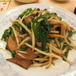 ぎょうざの満洲 - レバニラはレバーが超薄切り、炒め過ぎでパサついてる。 ニラも炒め過ぎだなあ。
