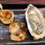 屋久岳(八食センター) - 料理写真:ホタテ貝焼きとカキ貝焼き