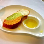 リストランテ・ヒロ・チェントロ - 自家製パン       イタリアをイメージした3色パン(トマト、バジル、ミルク)