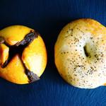 バニトイベーグル - 料理写真:大人のカレーベーグルとブラックペッパーとろけるチーズベーグル