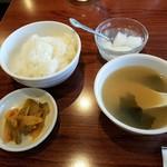106839327 - スープ ご飯 杏仁豆腐漬物はすぐ出てきたものの
