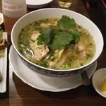 ベトナム屋台料理 ファン フォー - 鶏フォーと揚げ春巻き
