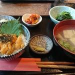 106846578 - ウニ丼定食。汁物を牡蠣に変更しました。