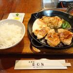 DON - どん焼き定食830円。これに味噌汁が付きます。