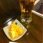 そば処 せきや - ビール&お通し山芋のキムチ和え(300円)