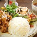 リトルカフェ ポルタ - 揚げ鶏のたっぷりネギソースプレート