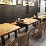宮崎鶏焼 とさか  - テーブル席
