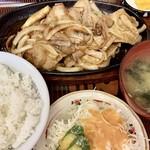 大茂 - 料理写真:肉野菜炒め