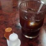 紅灯籠餃子館 - ドリンク写真:サービスのアイスコーヒー