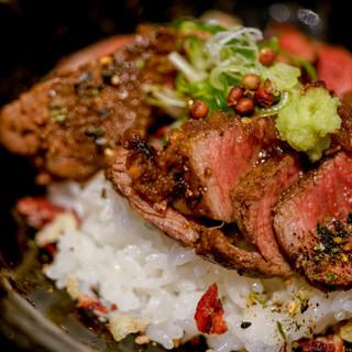 白 - 料理写真:ステーキ丼