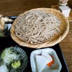 蕎麦と雑穀料理 杜々 - 蕎麦は1人前茹でる前で150gとのこと。