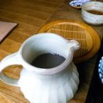 蕎麦と雑穀料理 杜々 - 蕎麦湯は蕎麦粉を溶いたポタージュタイプではありません。まんま蕎麦湯。