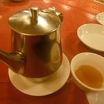 均元樓 - ポットサービスのお茶