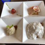中華バルSAISAI。 - ランチの前菜4種。フルーツトマトパクチーソース、       小籠包、鶏胸肉のカルパッチョ、       フライドポテトの玉子の白身の餡掛け。