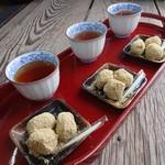 御菓子司 本家 菊屋 - 番茶と