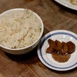 餃子とスパークリング バブルス - オデン出汁で炊いたご飯