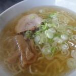 麺や 由布 - 塩ラーメン600円