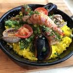 サンチョ・パンサ - ◆ミニパエリア・・海老・ムール貝・アサリなどが盛られ、ご飯は女性茶碗に1杯程度。 お米は少し柔らかめでしたが、普通に美味しい