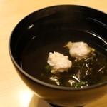 あそこ寿司 - トビウオのつみれと岩のりのお吸い物