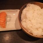 海の台所 はまきん - サーモン握り160円、ライス大380円♪