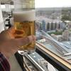 アサヒビール茨城工場 - ドリンク写真:貯蔵タンクを一望しながら一人乾杯