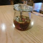 タイ・インター・テラス - ナンブラー(ナンプラーの中にレモンや香辛料が入っています。)