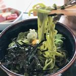 鮎宗 - 美しい翡翠色をした茶そば 食べるとほんのりとお茶の香りが鼻を抜けます^ ^