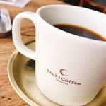 ツキ コーヒースタンド - ツキブレンドはマグでたっぷり