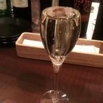 アジアンビストロダイ 新百合ヶ丘 - スパークリングワイン 525円