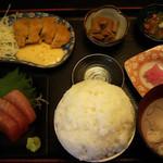 まぐろ三昧那智 - まぐろづくし定食1880円。ご飯特盛!ネギ梅トロが初めてで美味しかった。カツもあっさりで美味しいー!