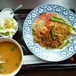 タイレストラン 沌 - パッタイ&トムヤムクンスープ