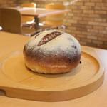 自然酵母パン レザン - 表面はカリカリのパリパリ