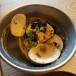 TAVERN102 THE IZAKAYA & SAKE BAR - 蛤と生海苔の吟醸蒸し 750円