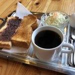 コムギカフェ - 料理写真:ブレンドコーヒー380円とモーニング