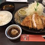 とんかつ 豚ゴリラ - ロースかつ膳1,180円(税込)  ※120g
