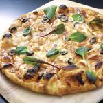神戸クック・ワールドビュッフェ - 『シーフードピザ』 エビの旨味が詰まったクリームと 魚介類やブラックオリーブなどをトッピングした海鮮ピザ!
