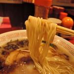 106959155 - 麺は中細麺ストレート丸麺、加水率は中級。 太めの柔らかめな素麺のような食感  主張は大人しめで、ある意味ユニーク