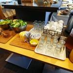 RIHE CAFE - サラダとホットドリンク、アイスドリンク、スープはセルフ