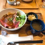 肉バル アンカーグラウンド - サーロインのローストビーフ丼