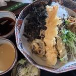 106973623 - えびの天ぷら・野菜天ぷら・きんぴら・岩海苔・かいわれ                       そば大盛(もり汁、胡麻汁)